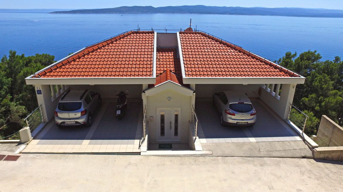 Parking Villa Issea Brela